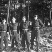 1953_12-Legerplaats-t-Harde-sneeuw