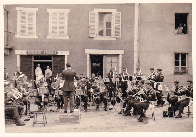 7. Spelen in een dorpje in Frankrijk