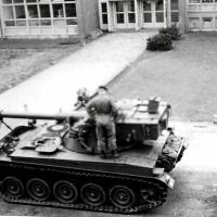 1968-nr-10-Gereedmaken-AMX-tank-voor-transport-naar-Dsl-11-ZVE-mrt-